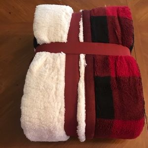 "Better Homes & Gardens Holiday - Sherpa Buffalo Plaid Throw Gift 50"" x 60"" NEW"